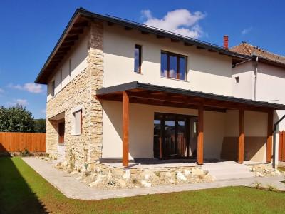 Vila  cocheta in Floresti